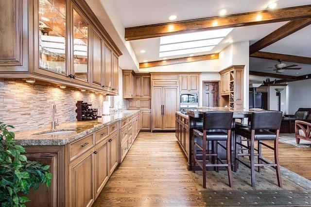 Skup mieszkania przez biuro nieruchomości – transakcja krok po kroku