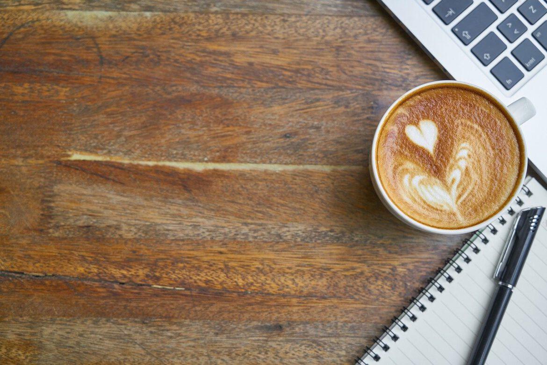 Ekspres do kawy do biura – najważniejsze parametry. O czym musisz pamiętać?